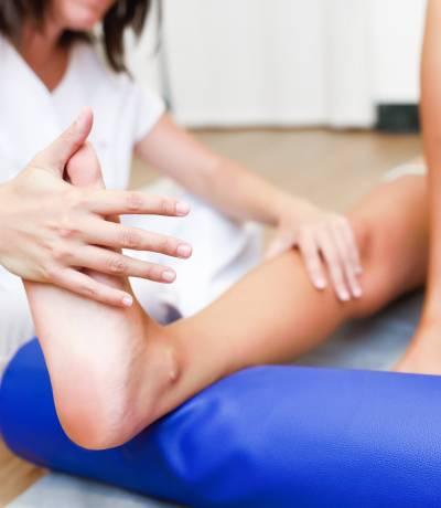 Párkinson y fisioterapia, la importancia de las terapias no farmacológicas.